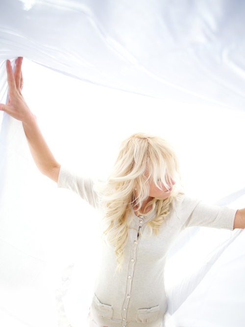 1418207379-blond_woman_in_white_clothes_in_a_white_background.jpg